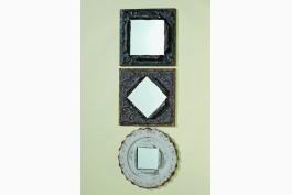 Spegel med rombformad plåtram